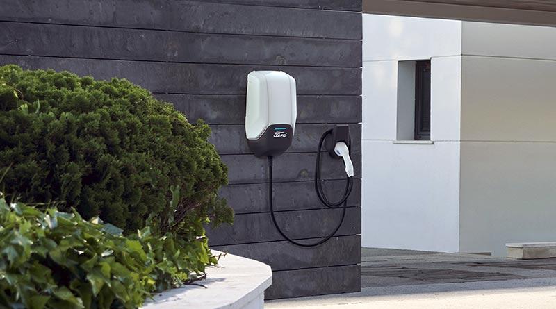 Wer als Kunde für seinen batterie-elektrischen Ford Mustang Mach-E oder für seinen Ford mit Plug-In-Hybrid-Antrieb eine Ford Connected Wallbox erwirbt, kann diese Ladestation nun von der Eneco eMobility unkompliziert und zuverlässig installieren lassen (Preis der Wallbox: 599 Euro inklusive Mehrwertsteuer zuzüglich Installation). Bildrechte:Ford-Werke GmbH