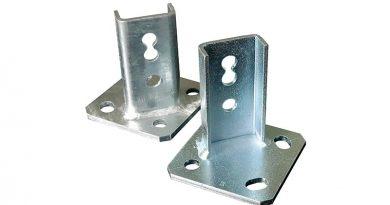 Beim MEFA Schienenhalter 45 l/q ist die Unterscheidung zwischen Längs- und Quermontage obsolet – er passt für beide Varianten. Das spart Lagerplatz und vereinfacht Abläufe bei der Montage. Bild: MEFA