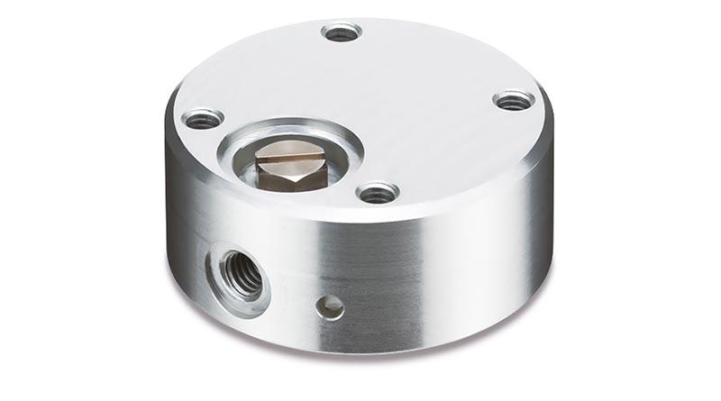 Der kontaktlose Vakuumsauger der Serie XT661-X427 in Bernoulli-Ausführung bietet eine hohe Hebekraft, verringert die Schwingung von Werkstücken, beugt dessen Verrutschen vor – und sorgt damit für ein Mehr an Prozesssicherheit und Produktivität. Foto: SMC Deutschland GmbH